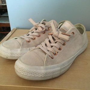 Ladies Suede Cream Converse Runners Sz 7 GUC